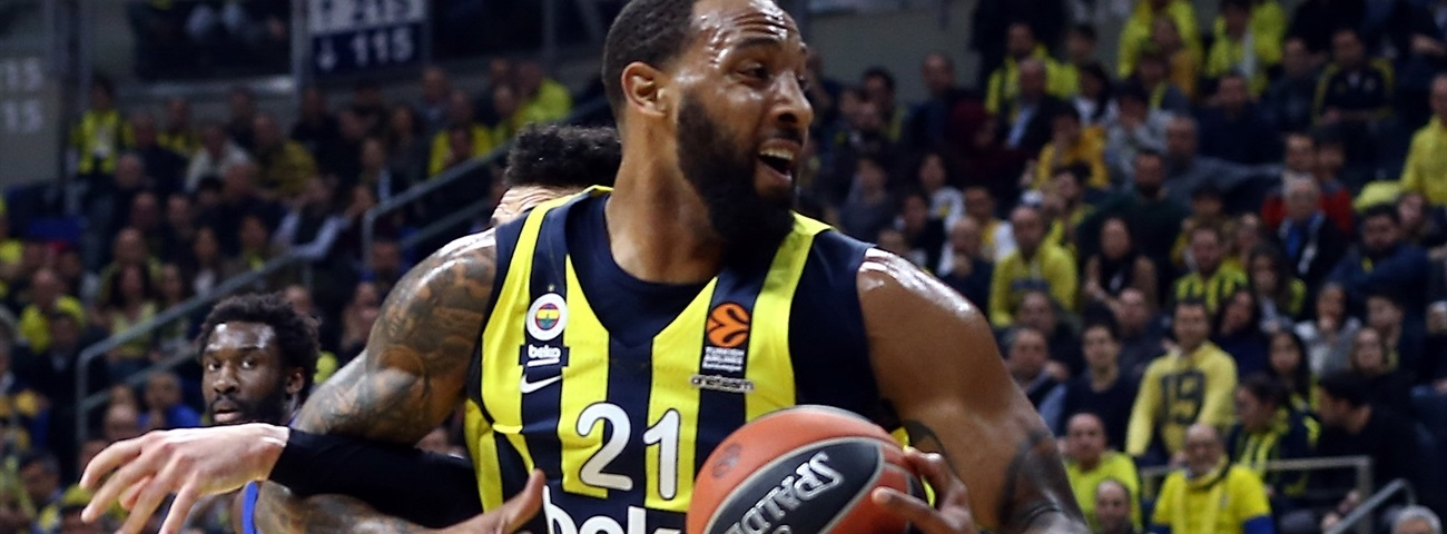 Valencia tabs power forward Williams
