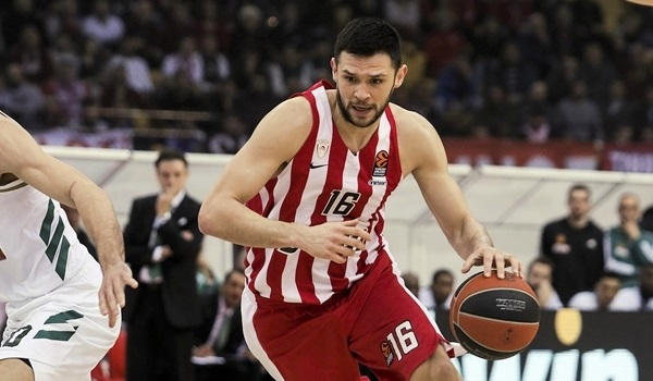 Olympiacos' Papanikolaou tests postive for COVID-19