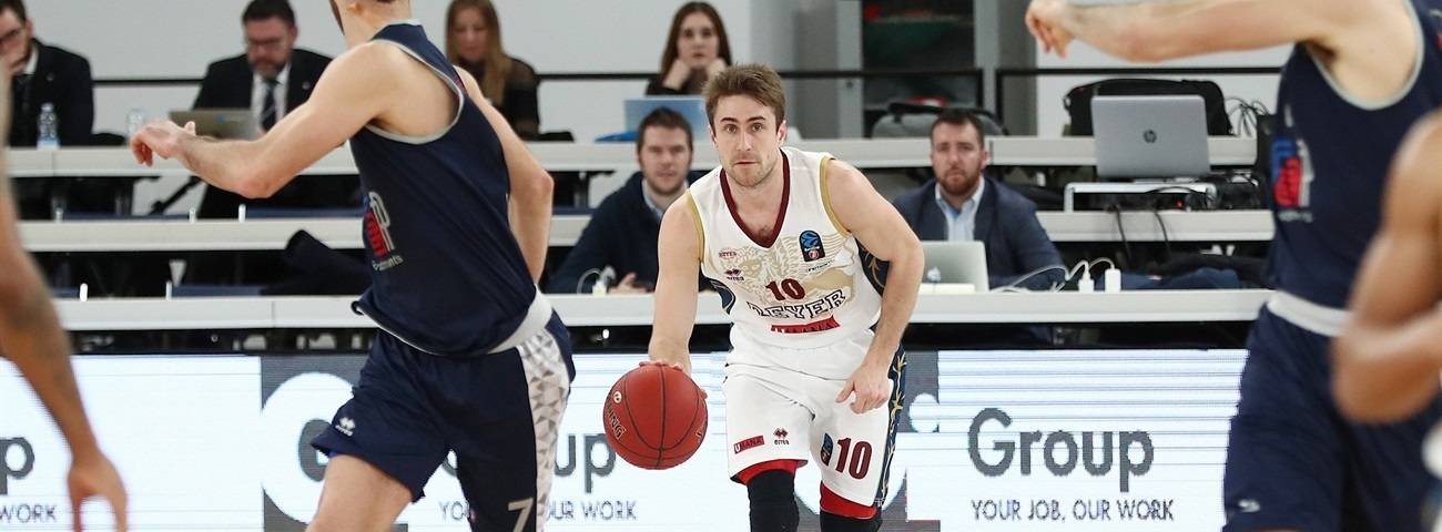 Reyer, De Nicolao agree to stay together