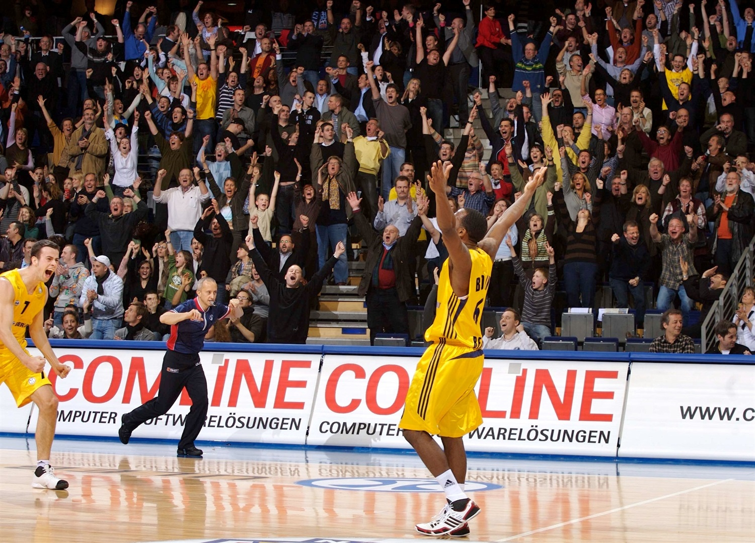 Bobby Brown celebrates - ALBA Berlin (photo Tilo Wiedensohler - ALBA) - EC07