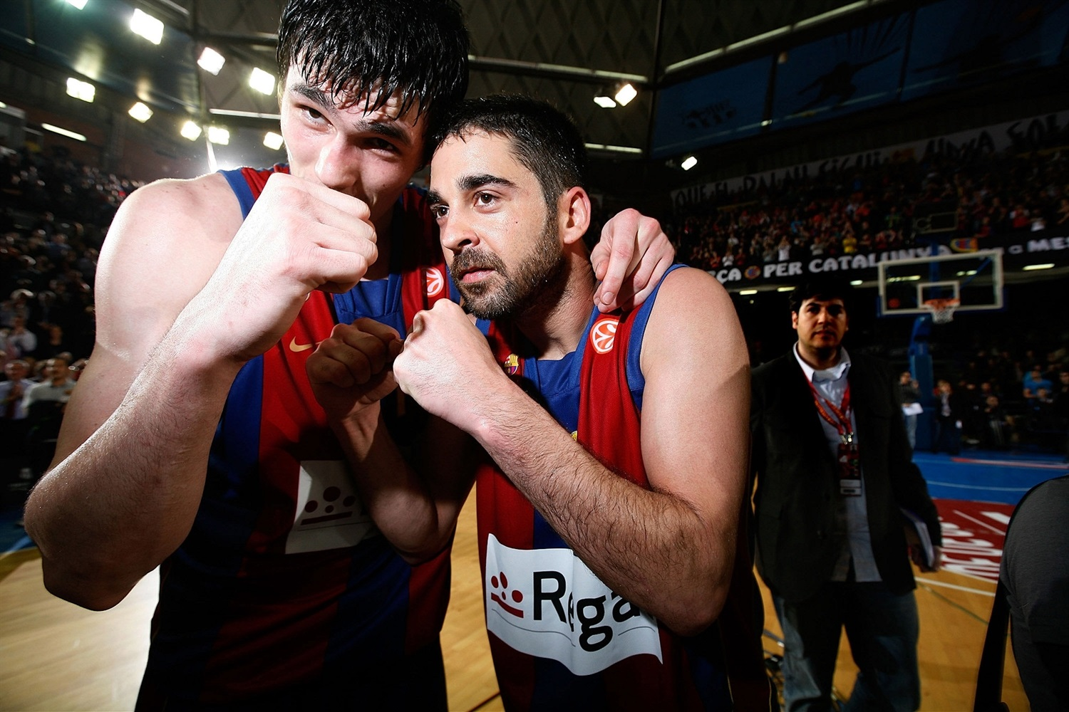 Ersan Ilyasova and Juan Carlos Navarro celebrates - Regal FC Barcelona - EB08