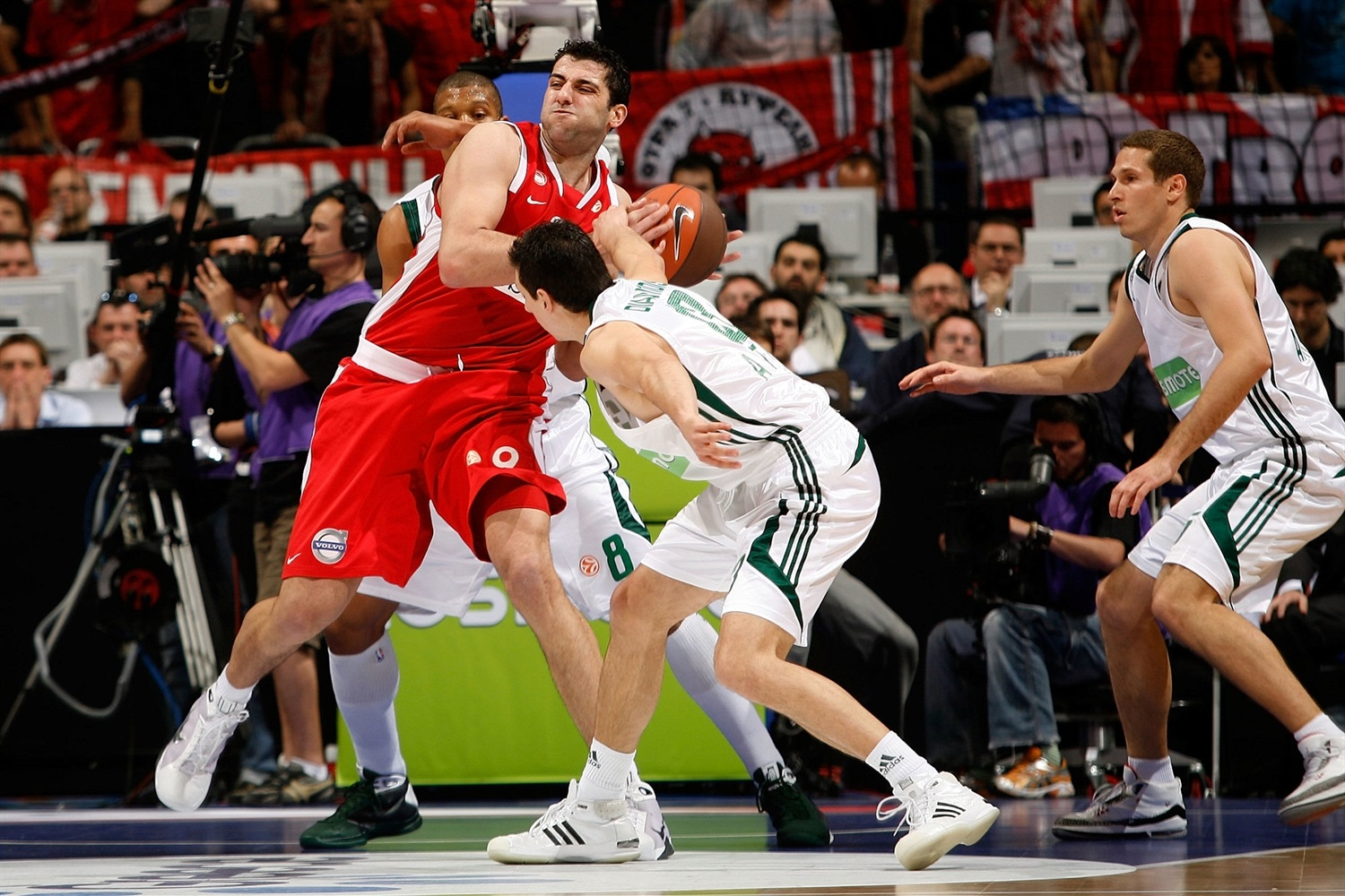 Ioannis Bourousis - Olympiacos Piraeus - Final Four Berlin 2009 - EB08