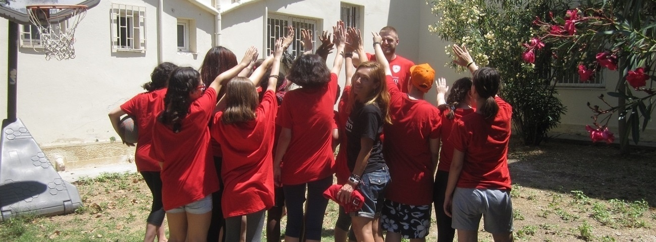 Olympiacos, One Team bring joy to girls' home