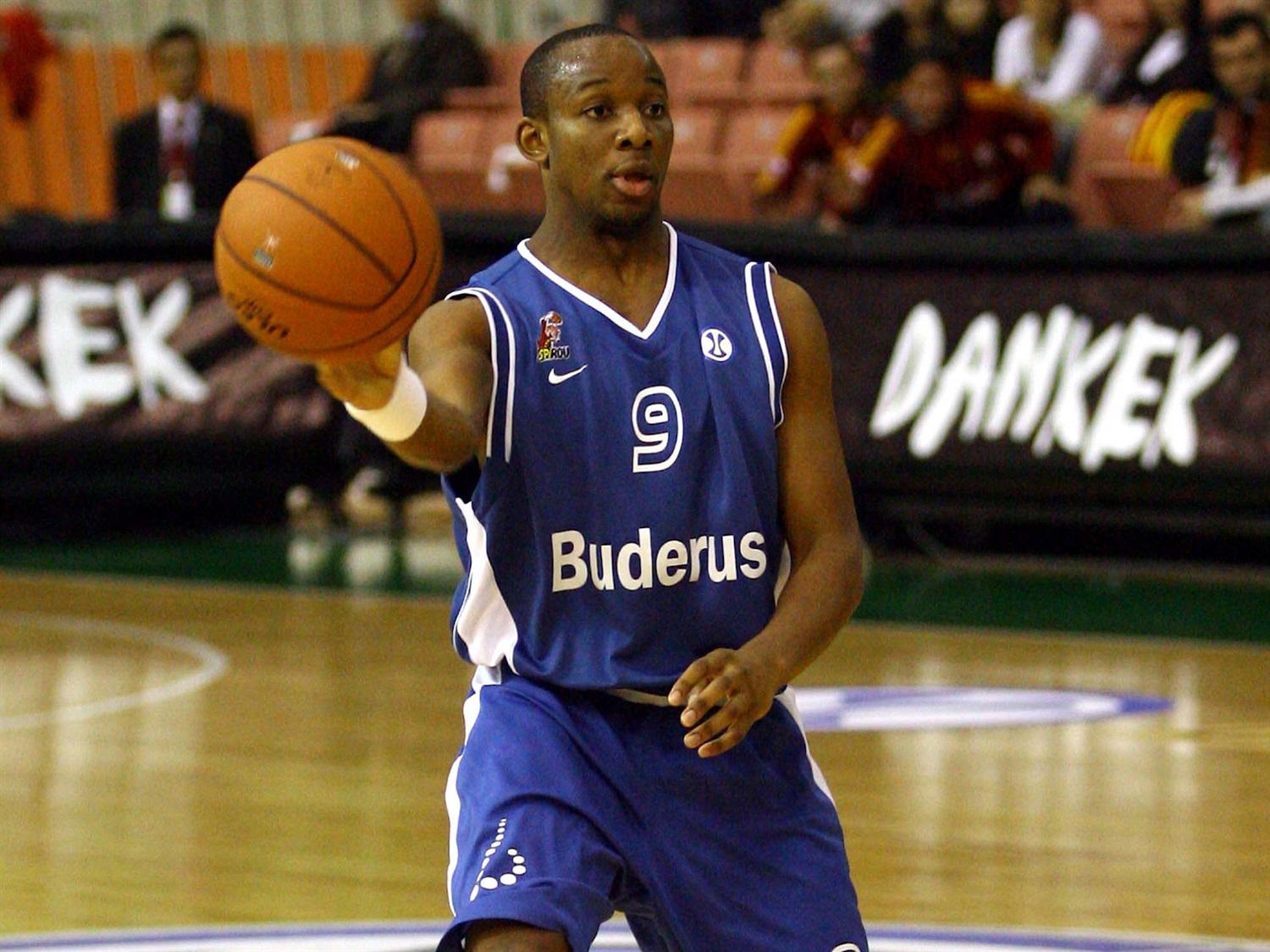 Jonathan Tabu - Spirou Basket (photo Galatasaray) - EC07