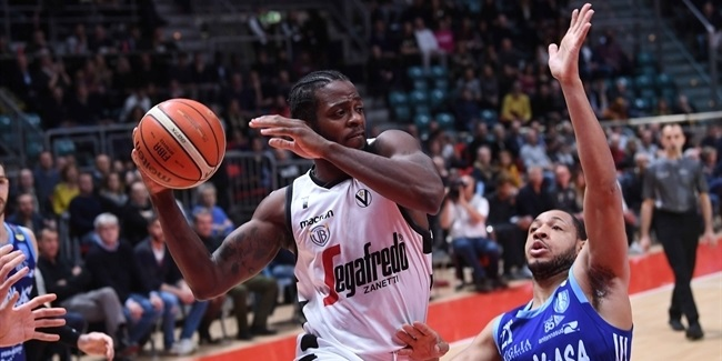 Trento closes roster with Kelvin Martin