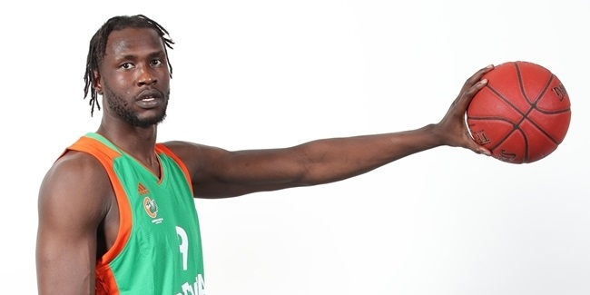 Olimpija's Mathiang suffers broken leg