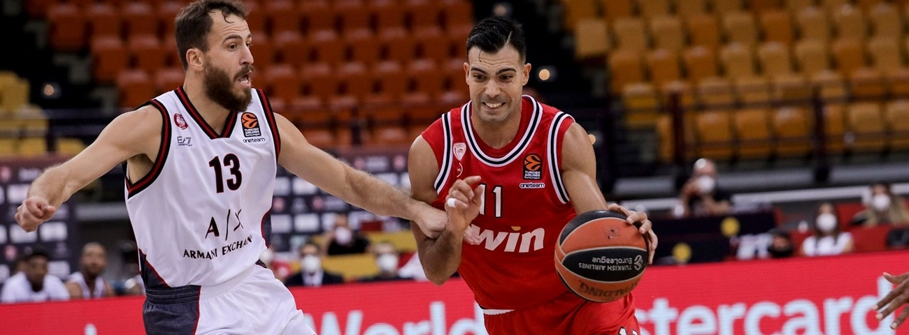Sloukas looked smart in red again