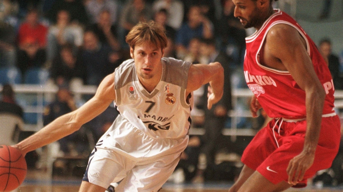 Lucio Angulo had 9 points and 3 steals for Los Blancos