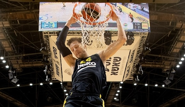 Fenerbahce bounces back in Tel Aviv