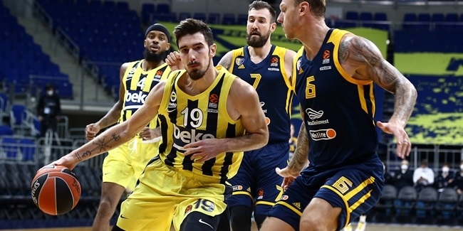 Leg injury sidelines Fenerbahce guard De Colo