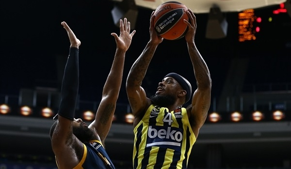 RS7 Report: Eddie, Brown lift Fenerbahce past Khimki