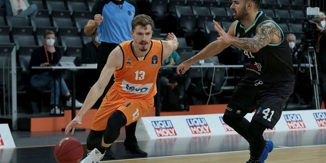 Bayern adds sharpshooter Obst