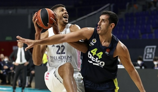 RS10 Report: Real rolls Fenerbahce for fifth straight win