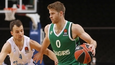 Olympiacos pens Walkup to three-year deal