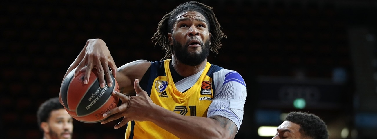 Fenerbahce adds Booker to frontline