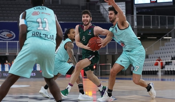 RS09 Report: Unicaja holds off Brescia, closes in on first place