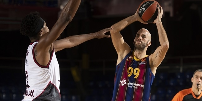Calathes, defense make Barcelona surge