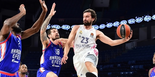 Real's Llull underwent knee surgery
