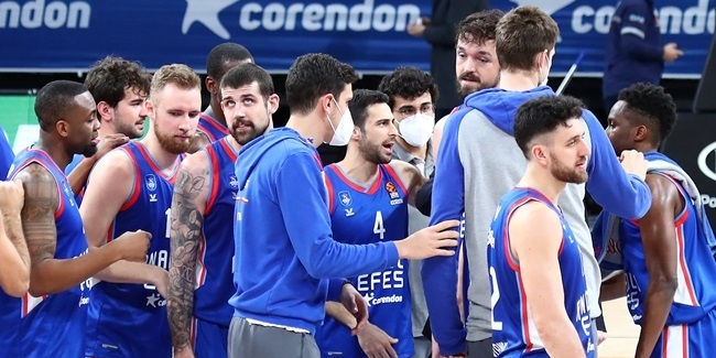 In the Paint | Larkin led Efes blowout of Zvezda