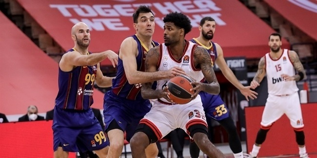 RS Round 23: Olympiacos Piraeus vs. FC Barcelona