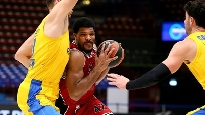 Kyle Hines, Milan: 'I just try to do my job'