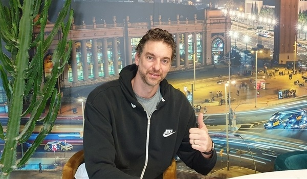 Pau Gasol lands in Barcelona