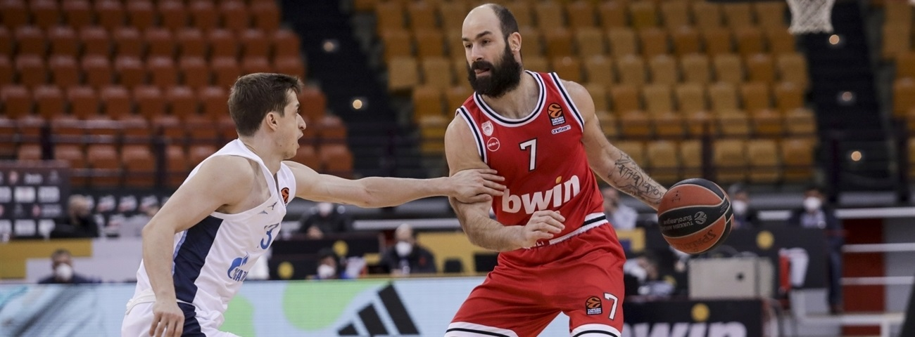 Fearless leader Spanoulis brought out Superman outfit again