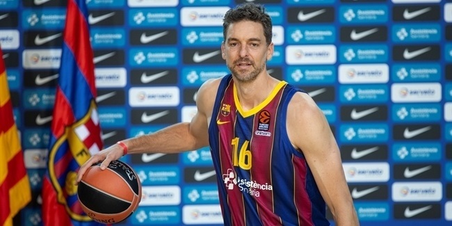 Pau Gasol presented as FC Barcelona player