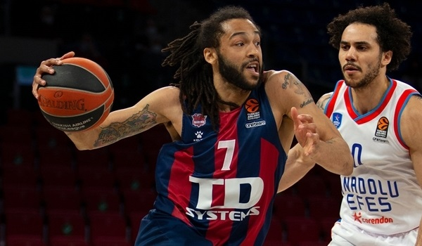 Fenerbahce puts Henry at point guard