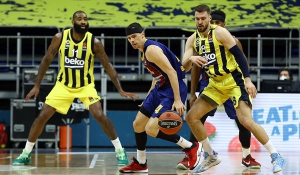 RS33 Report: Barcelona locks up first place with win at Fenerbahce