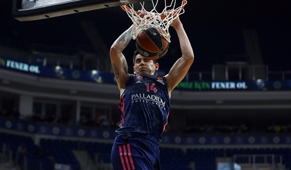 RS34 Report: Dominant Real blasts Fenerbahce to secure playoff ticket