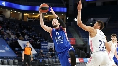 Efes dominates second half to beat Real