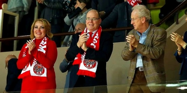 Prince Albert II brings royal touch to Monaco stands