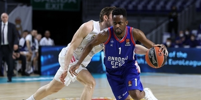 Playoffs Game 3: Real Madrid vs. Anadolu Efes Istanbul
