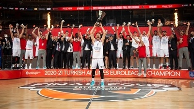 Efes wins its first EuroLeague crown