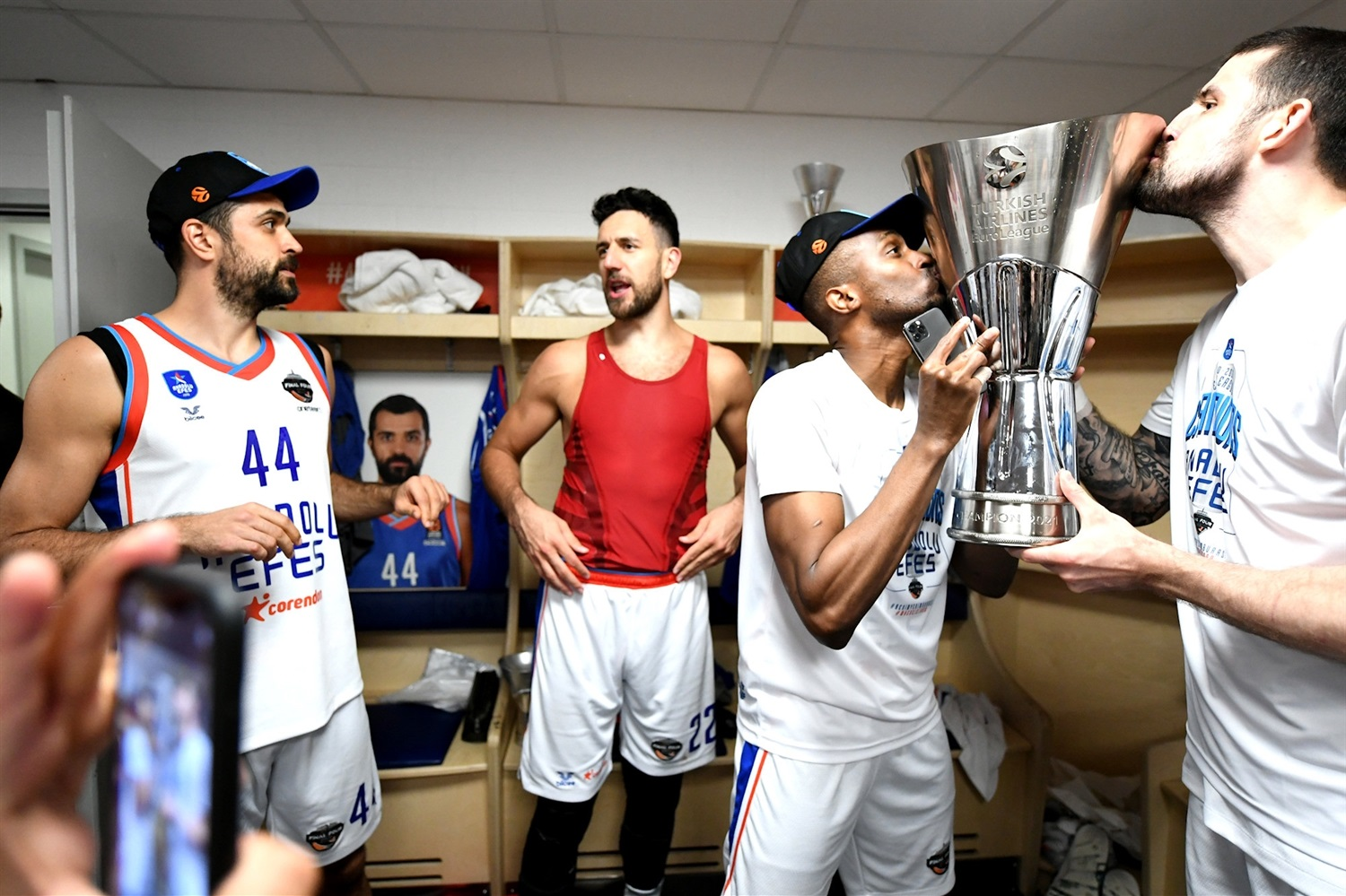Rodrigue Beaubois and Adrien Moerman - Anadolu Efes Istanbul Champ - Final Four Cologne 2021 - EB20