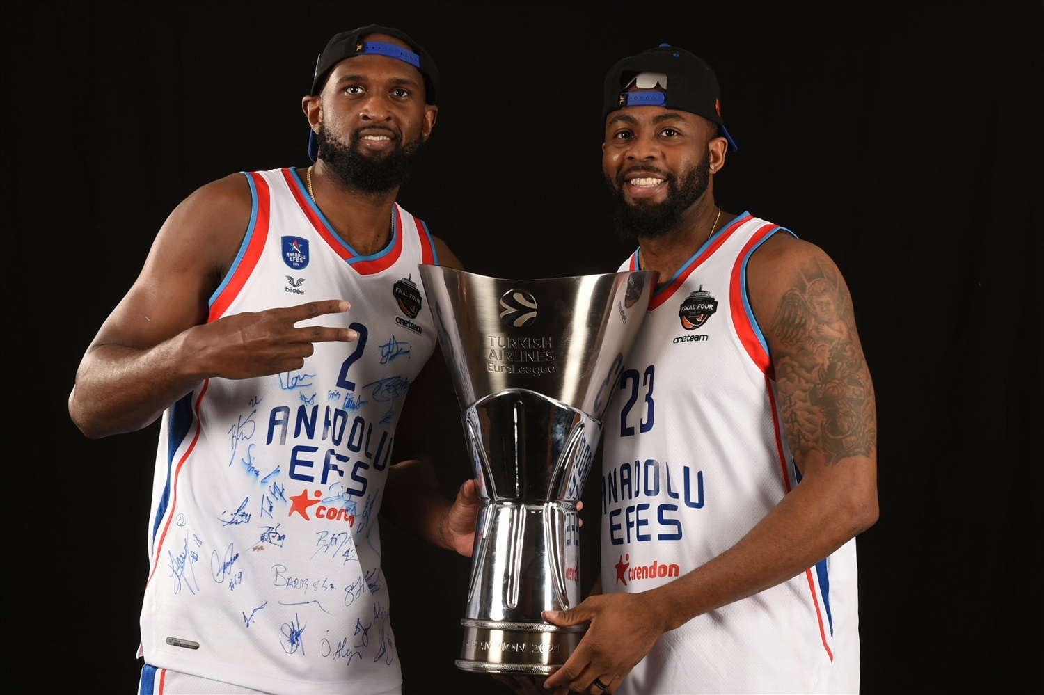 Chris Singleton and James Anderson - Efes trophy photo shoot - Final Four Cologne 2021 - EB20