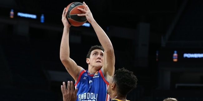 Efes re-signs Saybir for another season