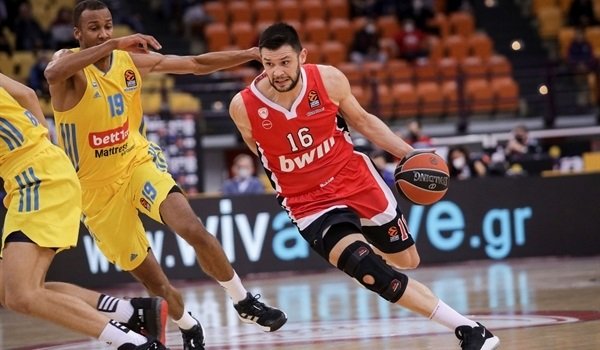 RS6 Report: Olympiacos routs ALBA, stays perfect at home